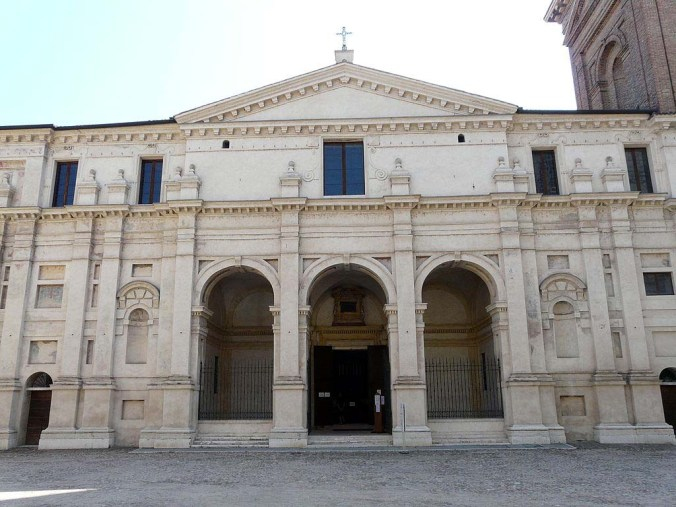 Mantova-Basilica_Palatina_di_Santa_Barbara1.jpg