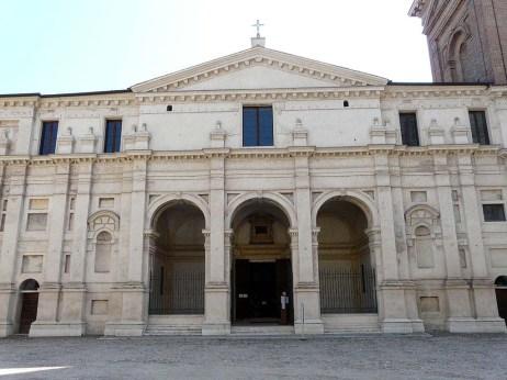 mantova-basilica_palatina_di_santa_barbara1