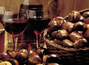 Your holiday. Switzerland. Autumnal Greetings. The tempting combination of roasted chestnuts, Valais mountain cheese and red wine never fails to tickle the palate. Endlich Ferien. Ihre Schweiz. Herbstlich willkommen. Rustikaler Gaumenkitzel mit geroesteten Edelkastanien, Walliser Bergkaese und Rotwein. Enfin les vacances. A vous la Suisse. La magie de l'automne. Un regal campagnard pour le palais: chataignes, fromage de montagne du Valais, vin rouge. Copyright by Switzerland Tourism Byline: ST/swiss-image.ch