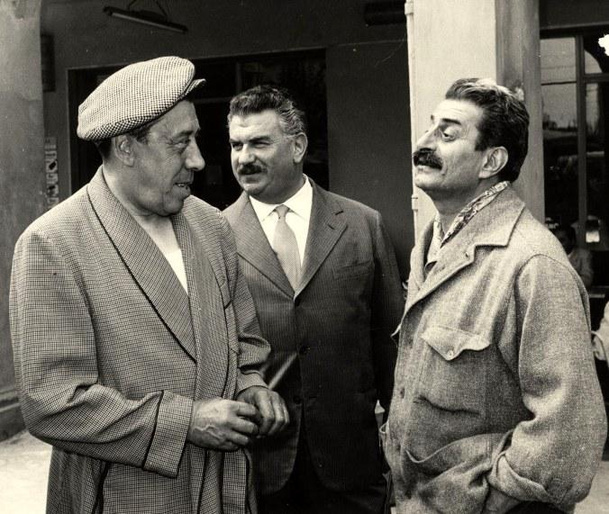 guareschi con Don Camillo (Fernandel) e Peppone (Gino Cervi).jpg