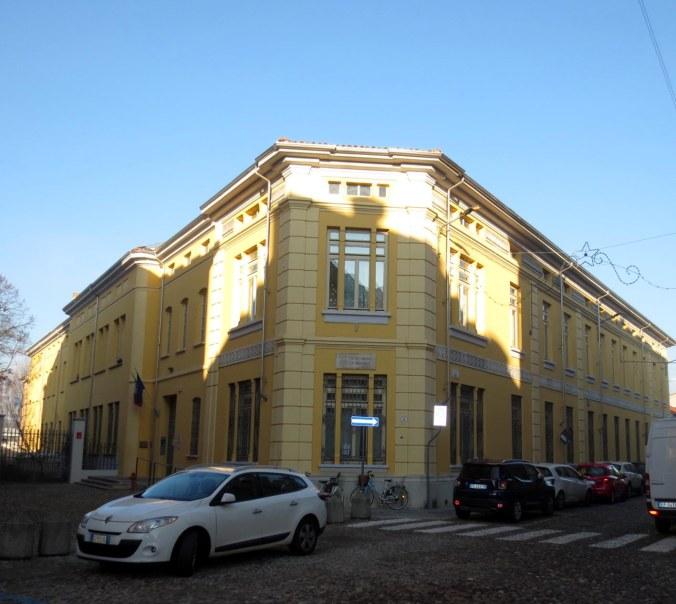 Mantova - Scuola Pomponazzo di Via Porto.jpg
