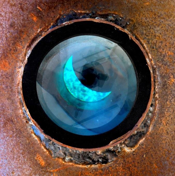marco_di_giovanni__verde_luna__2012___ferro__lenti_d_ingrandimento__vetro__smalto__stucco__160x20x30_cm