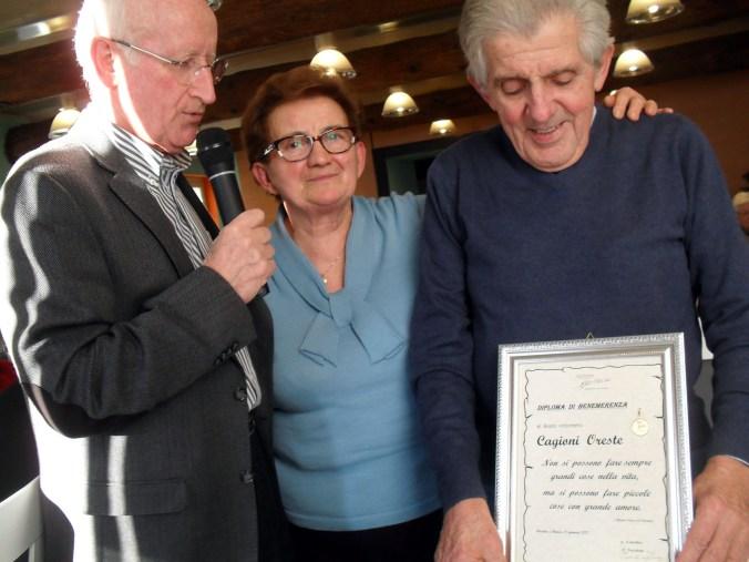 Da sx il presidente  Cantro Ter Palladino, la vice Adele Galelli e il premiato Oreste Cagioni.JPG