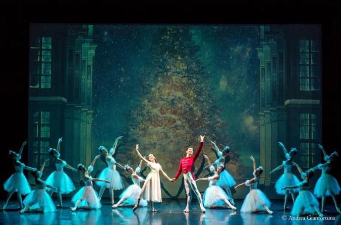 Lo schiaccianoci Balletto di Verona.jpg