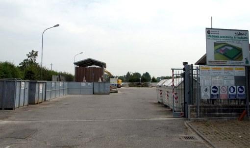 Centro riuso stazione ecologica Reggiolo copia.jpg