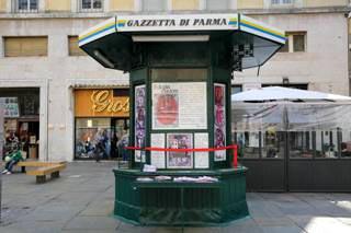 edicola piazza steccata.jpg