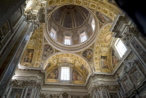 Basilica di St Maria Maggiore -Æ David Bickerstaff.