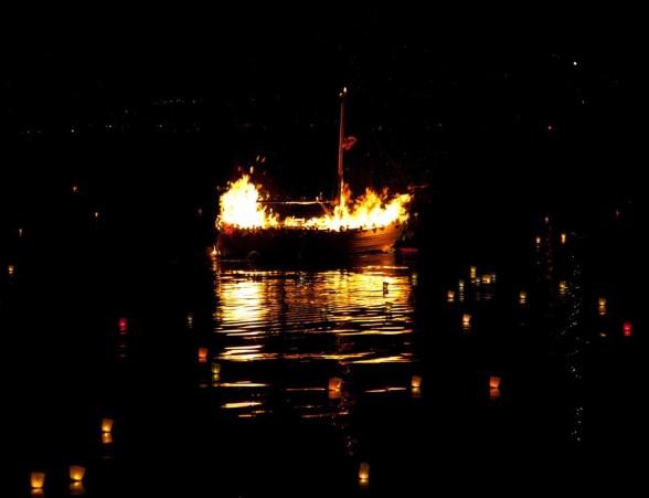 incendio della barca di san filippo neri (foto tip.andreis).jpg