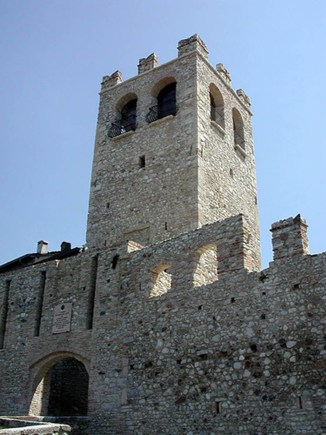 castello desenzano del garda.jpg