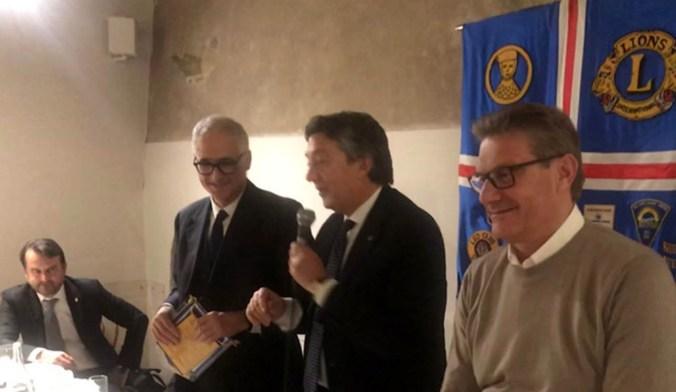 da destraEgidio De Biasi (presidente BNI), Giampiero Pezzoli (presidente Lions Club Mantova Host), Daniele Manca (vice direttore Corriere della Sera)