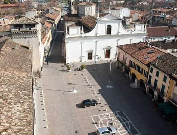 Castel Goffredo - piazza vista dall'ato.jpg