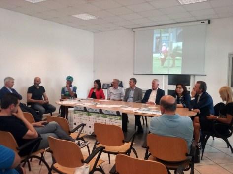 Il tavolo dei relatori (1)