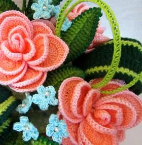fiore all'uncinetto