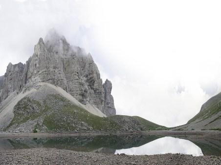 Il lago di Pilato (Ascoli Piceno), 2018, Inkjet print montata su dibond cm 45x60, stampata in bianco e nero, poi colorata a mano, Esemplare unico