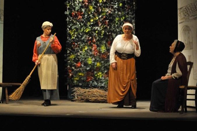 Teatro Minimo - Il medico per forza -18. da sin. Ivonne Paltrinieri, Pierangela Giavazzi e Fiorenza Bonamenti