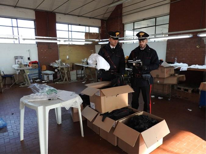 carabinieri laboratorio tessile medole.jpg