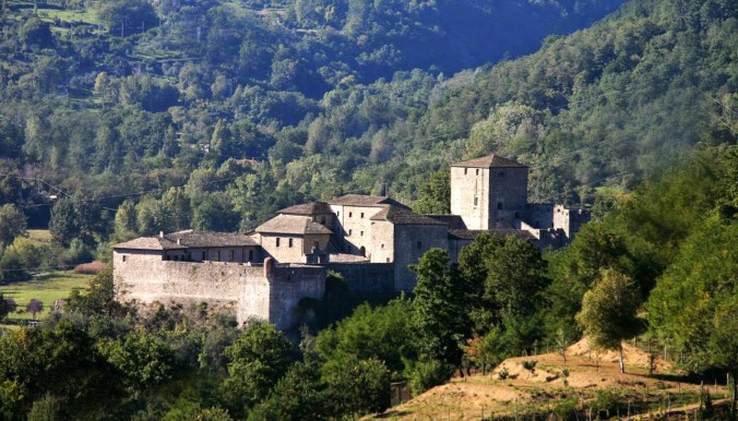 Castello-Piagnaro-Toscana-Castelli-Ducato-Emilia.jpg