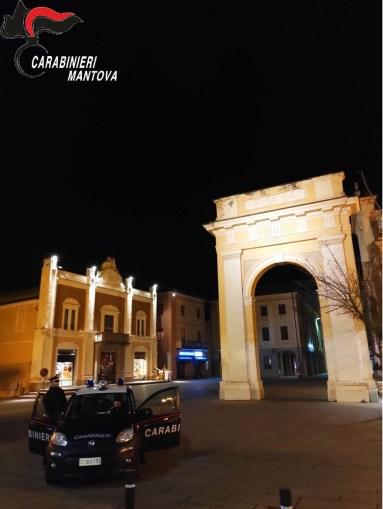 carabinieri  viadana piazza.jpg