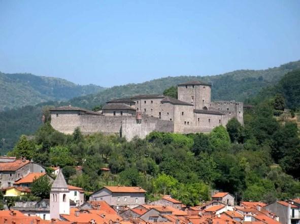 foto-castello-del-piagnaro-castelli-ducato_1514053919.jpg