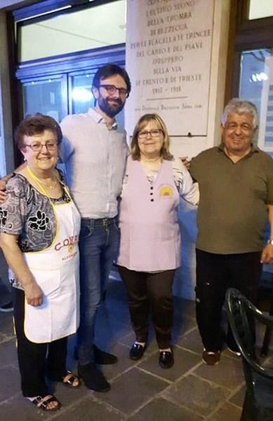 Il sindaco Riccardo Graziani con la presidente, il vicepresidente e la responsabile del gastronomico del comitato