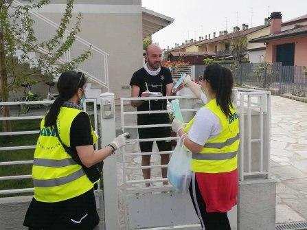 La consegna delle mascherine a Barbiano, 18 aprile 2020 (10)