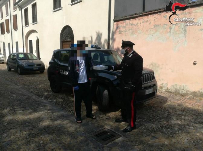 carabinieri consegnano tablet