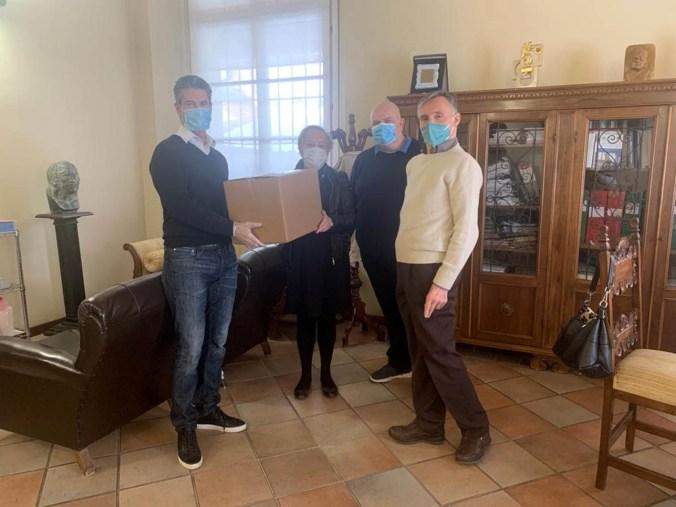 consegna delle mascherine all'istituto Mazzali di Mantova.jpg