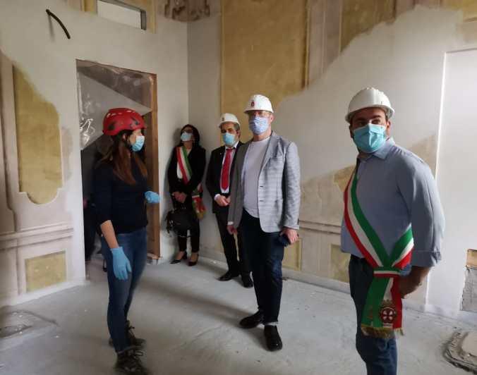 Sopralluogo Reggiolo un momento del sopralluogo del presidente Bonaccini con il sindaco Angeli