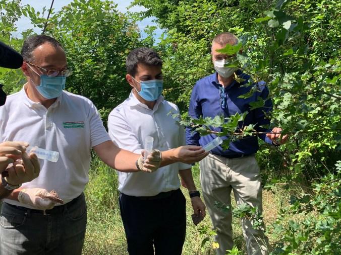 Assessore Mammi coi tecnici del Servizio fitosanitario modenese