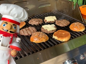 burgers, buns and a grill