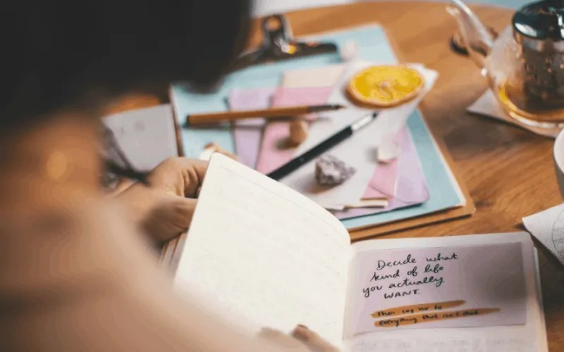 Journaling for self love when you find it hard to love yourself.
