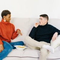 Men & Women Tend To Approach Conversations Differently — Here's How