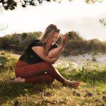 Meer flexibiliteit in je benen? Probeer deze yin yoga houdingen!