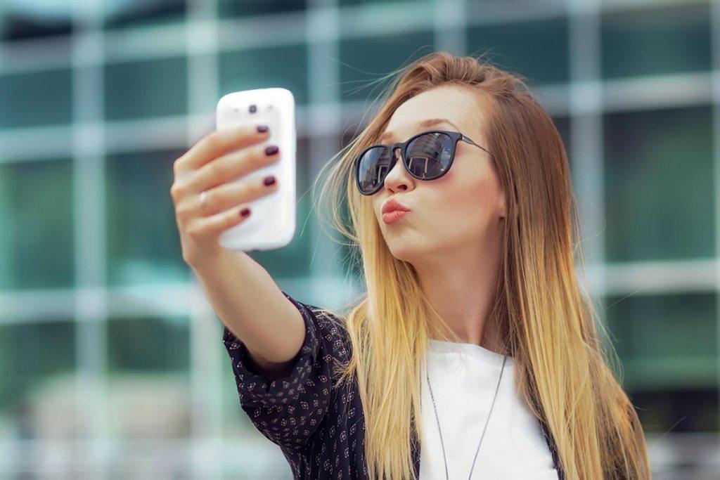 Time Lag Posting: Keep it Safe on Social Media