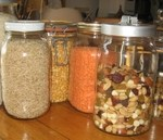 bulk food in glass jars www.mindfulmomma.com
