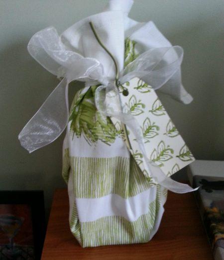 Reusable dishtowel gift wrap www.mindflulmomma.com