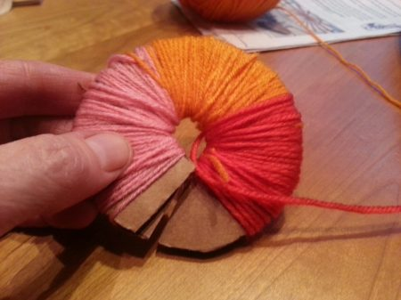 how to make a pom pom www.mindfulmomma.com