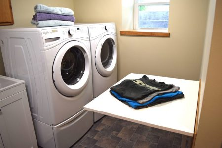 Sustainable Tips for Laundry Room Efficiency // www.mindfulmomma.com