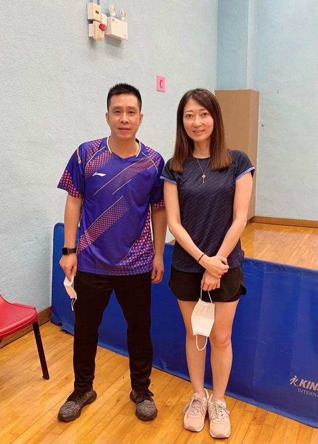 陳蔓蕾精神科醫生 - 2004年雅典奧運會乒乓球男雙銀牌得主高禮澤 - 乒乓球室打卡合照