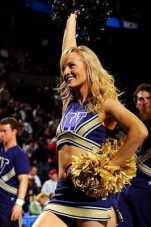 washington-huskies-cheerleader1