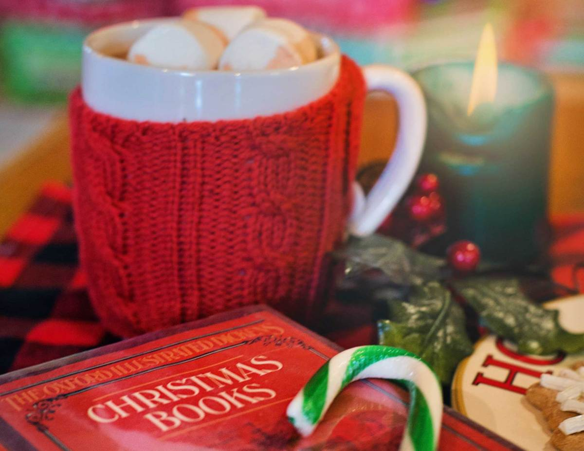 12 FREE Christmas-Themed Romance Novels to Get You into the Holiday Spirit