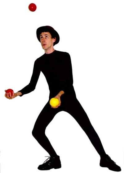 Жонглер с тремя шариками