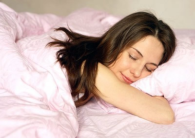 женщина спит и видит сны