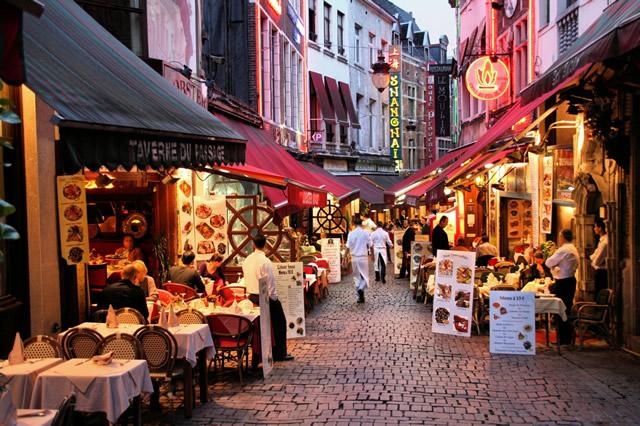 brussels-belgium-rue-des-Bouchers-street