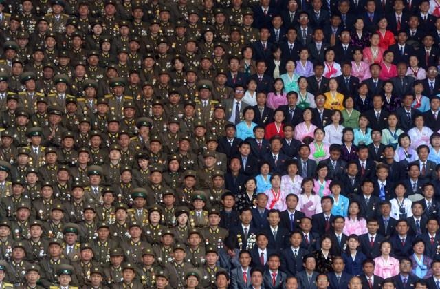 фотография Ильи Питалева: Торжественное собрание участников Народной армии КНДР на стадионе имени Ким Ир Сена в честь 100-летия со дня рождения Ким Ир Сена, в Пхеньяне, в апреле 2012 года