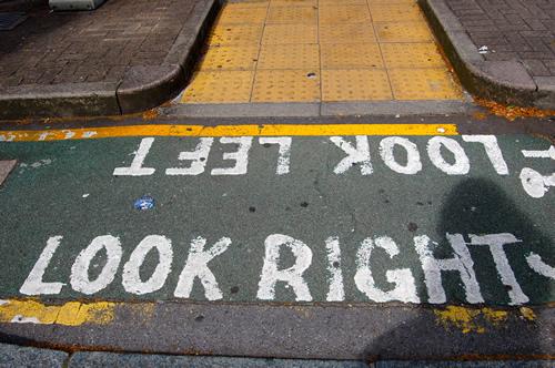 смотреть направо, смотреть налево