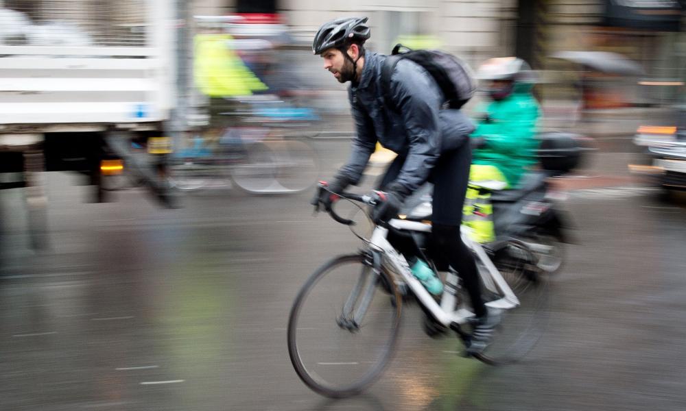 велосипедист на улице Лондона