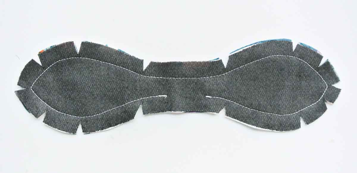 Clipping curves of bow tie for DIY headband.