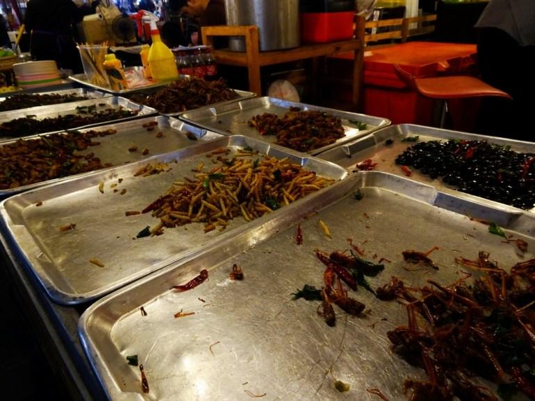 Delikatessen Rot Fai Night 2 Market