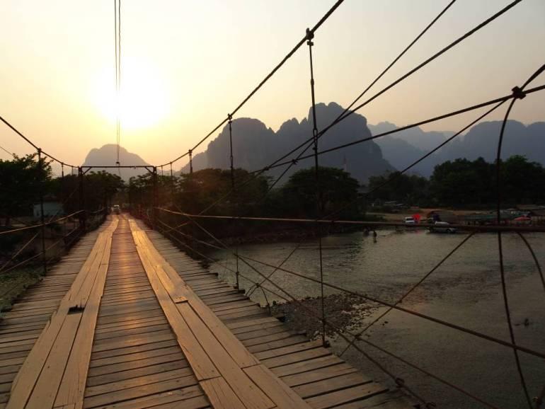 Brücke über Fluss Sonnenuntergang